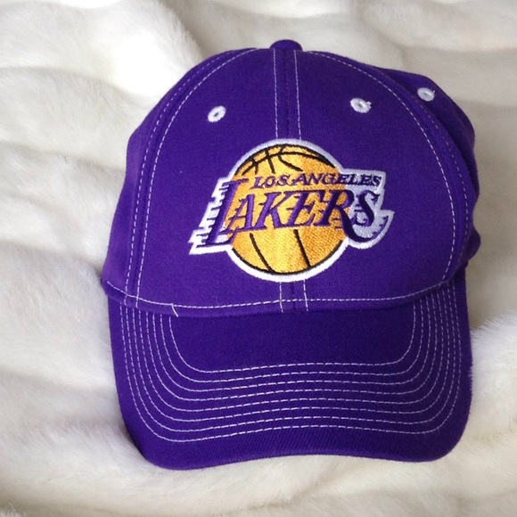 3d6ad0dbe9100 Nike Lakers hat Purple NWT